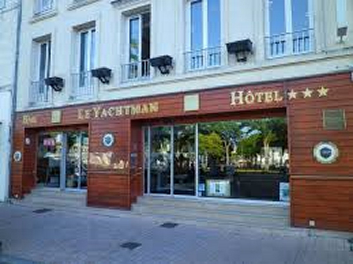 Hotel le yachtman la rochelle bienvenue en france - Parking du vieux port la rochelle ...